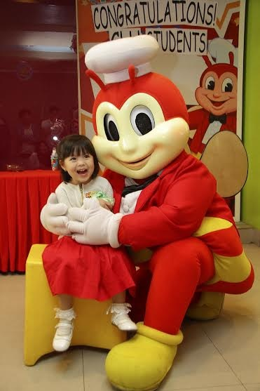 Gummy having fun with Jollibee during her moving up celebration.