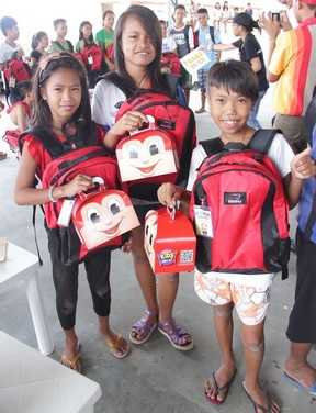 Relocated kids from Ulingan, Tondo are ready for the new school year with their new bags.